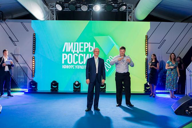 Тимур Кайданный награждение Лидеры России 20201.png